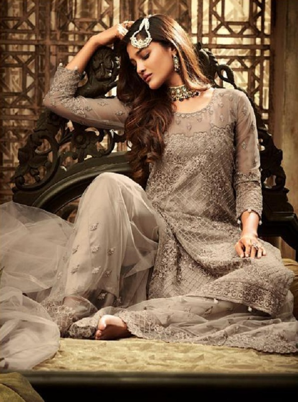 1a1c6c3988 Mohini Pressents Glamour 61 Net With Heavy Embroidery Designer Partywear  Suits 61002
